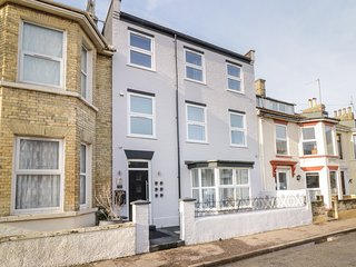 THE BAY, dog-friendly, en-suite, Great Yarmouth