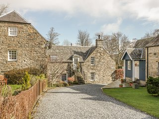WEAVERS COTTAGE, WiFi, woodburner, near Kenmore
