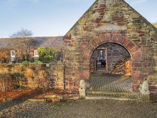 THE ORANGERY, Woodburner, Hot tub, Off-road parking, Turriff
