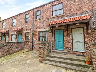 WHITBY SANDS, WiFi, Open-plan living, Electric fire, Whitby