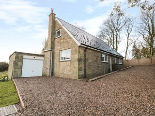 TRANWELL COTTAGE, 4 bedrooms, WiFi, Open-plan living, Morpeth