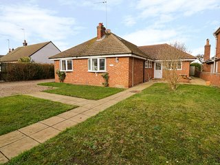 ROSEBAY, Spacious rooms, Off-road parking, Family-friendly, Winterton-on-Sea
