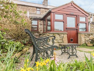 LITTLE GURNARD'S, Pet-friendly, WiFi, Woodburner, Treen
