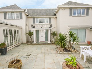 BROADSANDS, sea views, WiFi, in Thurlestone