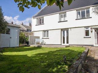 FLAT 1, BREK HOUSE, Spacious interior, Two bedrooms, Enclosed garden, Mylor