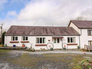 Y BEUDY, WiFi, pet-friendly, near Boncath