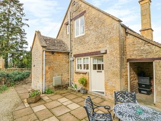 BARNDOWN, perfect for 2 couples / small family, Weston Subedge