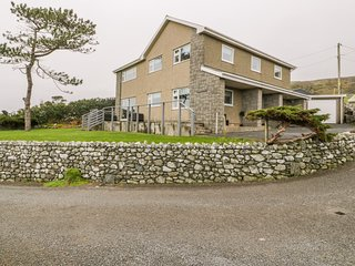 HENDRE WYLAN, pets welcome, WiFi, in Llanaber