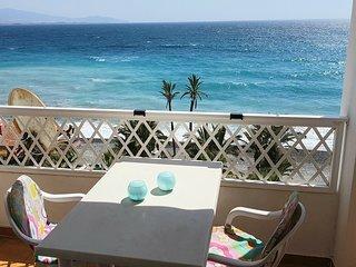 Casa Margarita 1, vista Mar y primera linea de la Playa Velilla, A/C, piscina