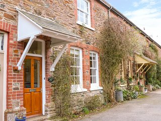 JASMINE COTTAGE, WiFi, Pet-friendly, Family-friendly, Tuckenhay