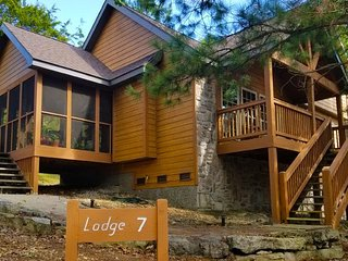 Unique Lodge in gated resort near Silver Dollar City, sleeps up to 6 people.