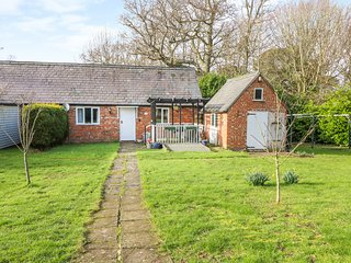 FUGGLES COTTAGE, En-suite, Open-plan, Robertsbridge