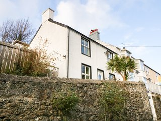ROCK HOUSE, WiFi, Woodburner, Menai Bridge