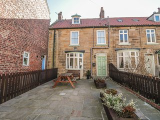 LYNN COTTAGE, WiFi, Woodburner, Enclosed gardens, Staithes