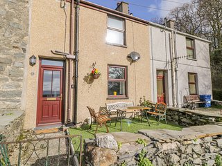 TAN DDERWEN TERRACE, Enclosed garden, WiFi, Woodburner, Prenteg