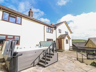 TREBOETH, hot tub, dog-friendly, near Knighton