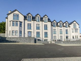 HAFAN TRAETH (BEACH HAVEN), open-plan, en-suite, in Benllech