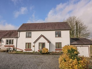 Y FRENNI FAWR, pet-friendly, WiFi, near Boncath