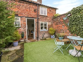 Coachmans Cottage, pet-friendly, WiFi, in Nafferton