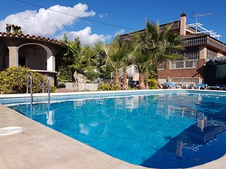 VILLA Benidorm Central IN-TOWN, PRIVATE POOL, NEAR BEACH