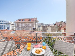 1 bedroom Apartment with WiFi and Walk to Beach & Shops - 5782452