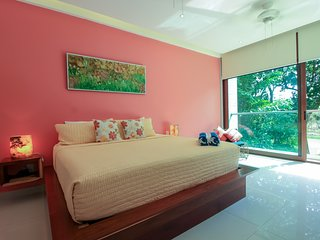 Luxury Condo with Golf View and Hot tub facilities by olahola