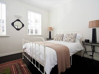 Beautifully decorated McMahons Point 1 Bed MPT67A