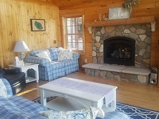 LOST LAKE CHALET (Hawks, MI): Clean, cozy cabin-open year-round! Snowmobilers we