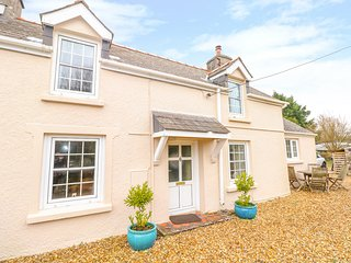 CHERITON VILLA, Pet-friendly, WiFi, Woodburner, Carew Cheriton