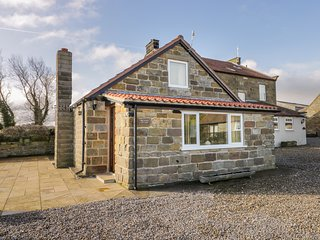 ORCHARD COTTAGE, WiFi, in Robin Hood's Bay