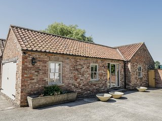 PROVIDENCE COTTAGE, Dog Friendly, WiFi, Easingwold