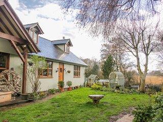 GARDENERS COTTAGE, pet-friendly, lawn garden, near Nantwich