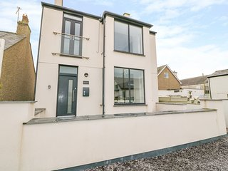 ARLANFOR, open-plan, coastal location, WiFi, in Rhosneigr