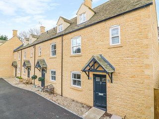 POETS CORNER, WiFi, off-road parking, Enclosed garden, Bourton-on-the-Water