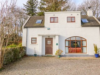 COTTAGE 1, Pet-friendly, electric fire, shared gardens, Portrush