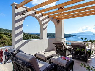 LUXURIOUS VILLA WITH PRIVATE POOL & OUTDOOR JACUZZI IN AMMOUSO LEFKADA
