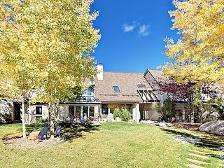 Exquisite 5,000 Square Foot Mountain Home w/ Yoga Room & Fire Pit