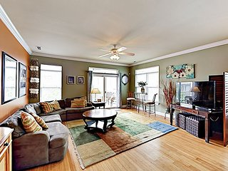 Stylish Duplex w/ 2 Balconies - 350 Yards to Beach, 1 Block to Lake Park Blvd