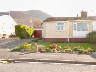 7 GWYNAN PARK, Electric fire, WiFi, Enclosed garden, Dwygyfylchi