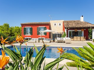 Villa La Calma for 8 - Modern, Pool, BBQ, WiFi, AC