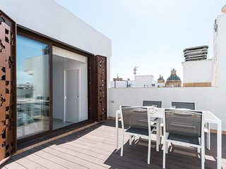 San Luis 65. 2-bedrooms, private terrace, free parking