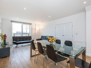 River front 3 bedroom town-house ref:18