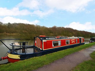 Casanova - Narrowboat - Sleeps 2