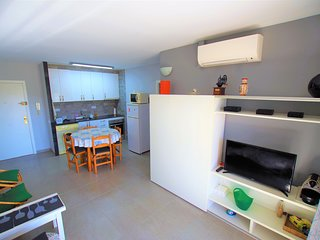 Vacances & Villas Lloret-APARTAMENTO BLANC con piscina a 5 minutos del centro.