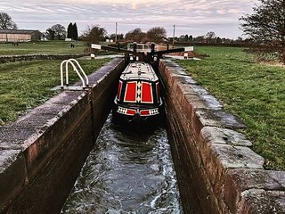 Lady Sophia - Narrowboat - Sleeps 4