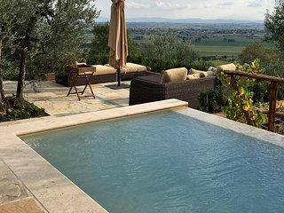 Immaculate Tuscan villa to make your home, attention to every detail