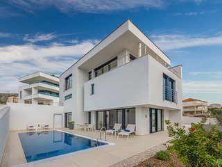 Luxury Villa Nautica Prima with Pool