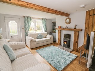 2 HILLSIDE COTTAGES, dog-friendly, WiFi, Felixstowe