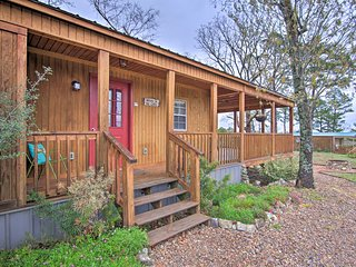 Talihina Studio Cabin w/Deck, Fire Pit & 36 Acres!