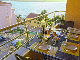 Lovely suite for 4, 7-min to Trogir, sea view